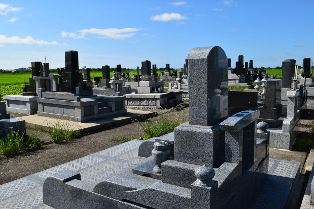 晴天の墓地